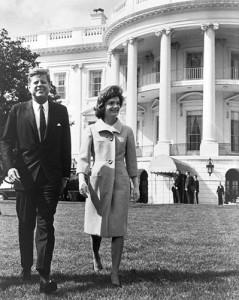 Diário de Jackie Kennedy chega ao Twitter 50 anos depois.