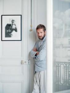 Pelo jeito, é tempo de mudanças na Yves Saint Laurent.