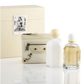A Balenciaga preparou uma surpresa para quem comprar o novo perfume da marca!