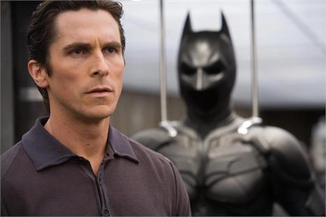 """Christian Bale em cena de """"Batman - O Cavaleiro das Trevas"""": nada de Coringa desta vez"""