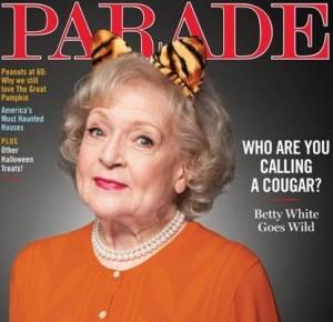 """Betty White está na capa e recheio da """"Parade"""" deste mês."""
