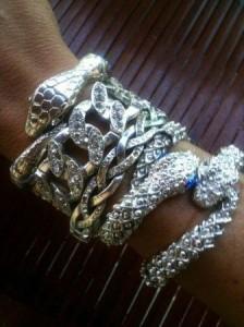 Olha só as pulseiras lindas que vão ser vendidas na casa da Verane Murad, na semana que vem.