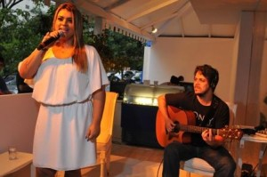 Um show com @pretamaria aqui na Summer House da Daslu está agitando a Oscar Freire