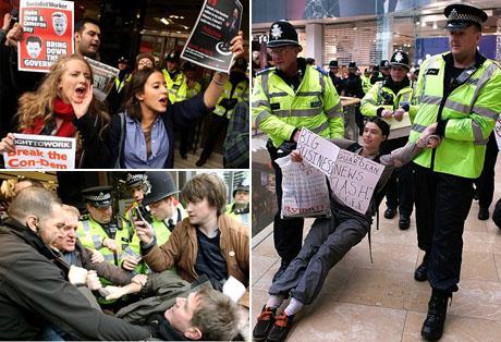 Manifestantes retirados por policiais das lojas da Topshop: parece que o grupo Arcadia anda sonegando impostos...