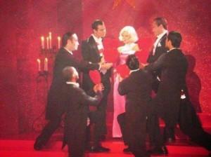 Tem uma apresentadora que resolveu virar a Marilyn Monroe…