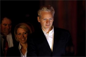 Julian Assange pede asilo político e se refugia. Sabe onde?