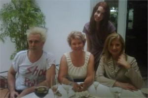 Sabia que @ariannahuff e  @MartaSenadora almoçaram juntinhas hoje?