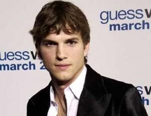 """O ator Ashton Kutcher, que substitui Charlien Sheen em """"Two and a Half Men"""", foi aprovadíssimo por toda a equipe do seriado"""