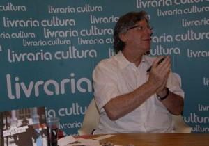 O maestro John Neschling está de malas prontas para deixar o Brasil!