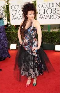 E os modelitos estranhésimos de Helena Bonham Carter ganham destaque mais uma vez…