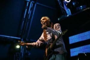 Gilberto Gil faz, logo mais, um show exclusivo na internet. Ele é muito conectado, né?