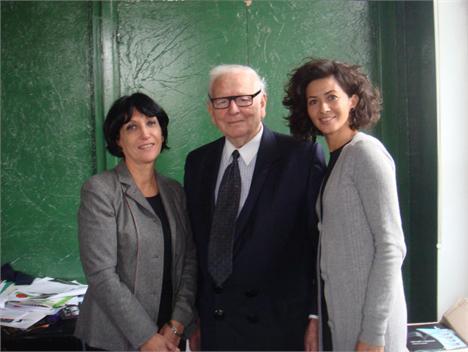"""Denise Mattar, Pierre Cardin e Kalina Bourgeois  juntos nos preparativos da  exposição """"Pierre cbf8e437bc"""