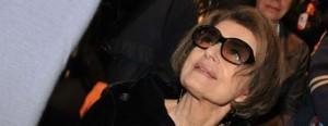 Consuelo Blocker mostra o look da mãe, Costanza Pascolato, no primeiro dia da semana de moda de Milão.