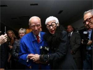 Iris Apfel, icone da moda desde 1950, vai lançar uma linha de joias!! Confira.