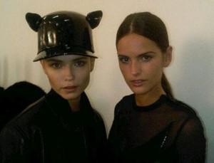 Trio de brasileiras de tirar o fôlego no desfile da Givenchy. O @mamazzafera mostra mais