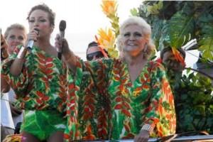 Hebe e Claudia Leitte estão em cima do trio elétrico no circuito Barra-Ondina. A gente mostra o clique!