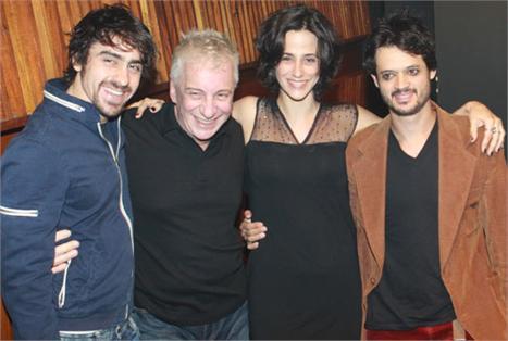 Felipe Abib, Marco Nanini, Mariana Lima e Álamo Facó: estreia agitada no Teatro Faap