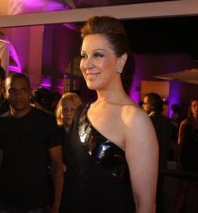 Claudia Raia foi vista nesse domigo entrando no prédio do diretor José Possi Neto. Será que vem novo espetáculo por aí?