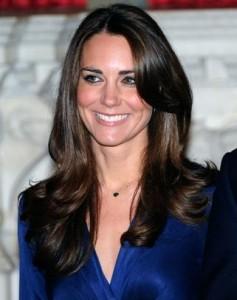 A gente já sabe o nome de um dos estilistas que vai desenhar o vestido de Kate Middleton. É, um deles…