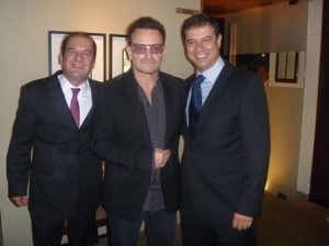Quer saber onde Bono Vox jantou ontem?