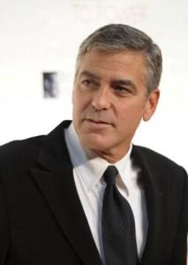 Não basta ser lindo e talentoso, George Clooney quer ir além. Ele pode tudo, né?