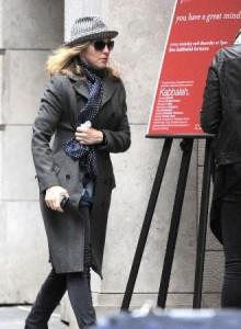 Ao contrário do que andam dizendo, Madonna continua firme e forte na Cabala