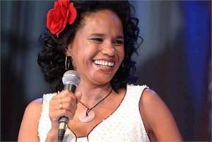 Mais uma cantora q se joga nas músicas de Roberto Carlos