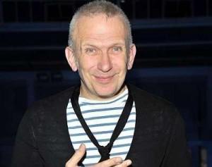 O estilista francês Jean-Paul Gaultier lançará um livro-retrospectiva no dia 1° de setembro.