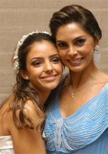 A @rolyra_dior escolheu uma foto do casamento da @cacelico para mandar pra gente, olha que lindas #diadasmaes