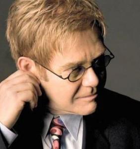 Sir Elton John decidiu publicar um livro. Será que vem bomba por aí?