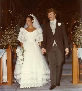 Hora do álbum de casamento. A gente tem o clique do casório de Regina e Milton Chuquer. Lindos, lindos!