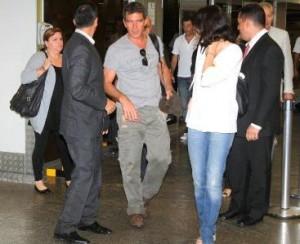 Antonio Banderas chegou ao Rio!!! Será que ele vai à praia?