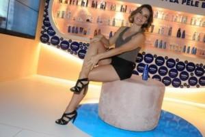 Regiane Alves surgiu supermalhada no lounge da NIVEA no Fashion Rio!