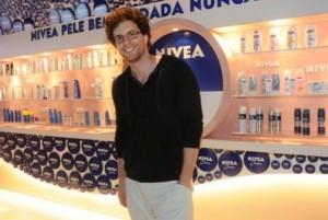 Thiago Fragoso passou pelo lounge da NIVEA e bateu um papo animado com Carol Sampaio sobre corridas!