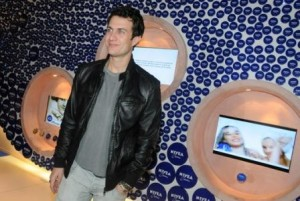 Gabriel Braga Nunes falou sobre a novela no lounge da Nivea no Fashion Rio!