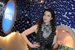 De volta das férias na Europa, Larissa Maciel deu um pulinho no lounge da NIVEA no Fashion Rio!