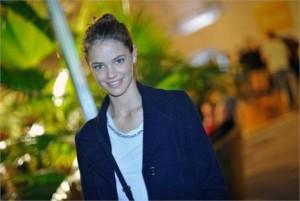 Melhor ainda para duas sortudas que vão acompanhar ao vivo a campanha de verão 2012 da Costume c/ Laura Neiva!