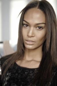 A modelo porto-riquenha Joan Smalls estava sonhando com essa viagem ao Brasil… #SPFW