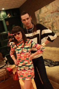 Rita Comparato e Dudu Bertholini deram uma passada aqui no lounge Glamurama!