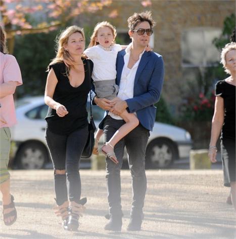 Jamie Hince com Kate Moss e Lila Grace: a família vai crescer em breve...