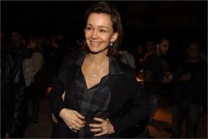 Júlia Lemmertz vai se inspirar numa estilista para seu próximo papel na Globo. Sabe quem é?