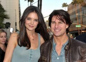 Tom Cruise ganhou festinha surpresa bafo ontem em Miami… Katie fez até o RSVP
