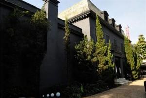 A casa que abriga a Mostra Black está à venda, por apenas…