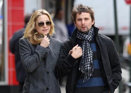 "Kate Hudson e o noivo, Matt Bellamy: o filho dos dois se chama Bingham ""Bing"" Hawn Bellamy!"
