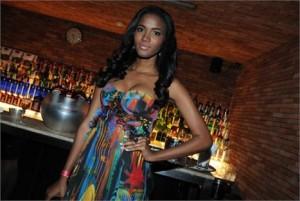 Quem era a bela morena na festa do Glamurama no Rio? Uma pista: ela é miss de um país africano