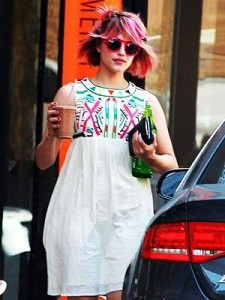 """Depois de Katy Perry, a atriz Dianna Agron, de """"Glee"""", também pediu"""