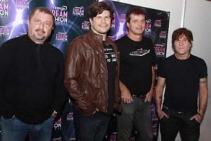 O RPM tocou pela primeira vez no Monange Dream Fashion Tour e arrasou!