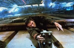"""O diretor Ridley Scott está planejando uma sequência do clássico futurista dos anos 1980 """"Blade Runner"""""""