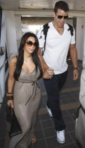 Kim Kardashian se separou, mas o anel de noivado de 2 milhões de dólares ela vai manter no porta-joias!