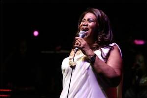 O discurso que Barack Obama faz nesta segunda-feira, em Detroit, vai ter abertura de Aretha Franklin